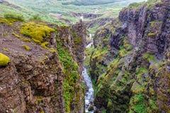 Río de Botnsa entre rocas en Islandia Imagen de archivo libre de regalías