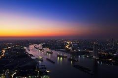 Río de Chao Phraya en crepúsculo Foto de archivo