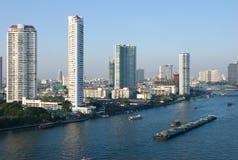 Río de Chao Praya en Bangkok, Tailandia Foto de archivo