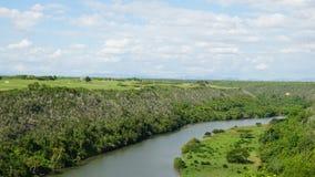 Río de Chavon en el La Romana, República Dominicana fotografía de archivo