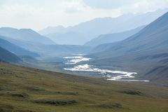 Río de Chong-Kemin en Kirguistán Fotos de archivo libres de regalías