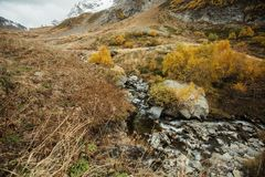 Río de Churchkhur en el otoño imágenes de archivo libres de regalías
