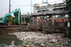Río de Ciliwung de la limpieza Foto de archivo libre de regalías