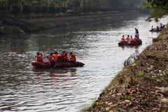 Río de Ciliwung de la limpieza Imagen de archivo libre de regalías