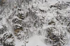 Río de conexión en cascada de la nieve Imagenes de archivo