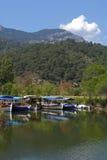 Río de Dalyan (Turquía) - placer-barcos Fotos de archivo libres de regalías