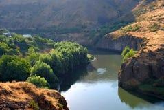 Río de Hrazdan en Argel, Armenia Imágenes de archivo libres de regalías