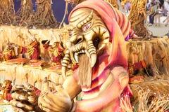 RÍO DE JANEIRO - 11 DE FEBRERO: Muestre con las decoraciones en carnaval Fotos de archivo libres de regalías