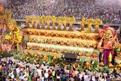 RÍO DE JANEIRO - 11 DE FEBRERO: Muestre con las decoraciones en carnaval Imagen de archivo libre de regalías