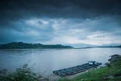 Río de Khong en el Chiangkhong Imagenes de archivo
