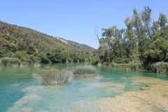 Río de Krka en la reserva de naturaleza de Croacia imágenes de archivo libres de regalías
