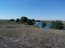 Río de Kumachka cerca de la orilla Imagen de archivo