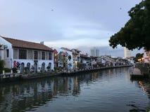 Río de la ciudad fotos de archivo libres de regalías