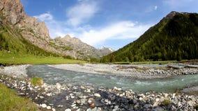 Río de la montaña almacen de metraje de vídeo