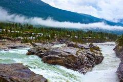 Río de la montaña de Noruega Foto de archivo libre de regalías