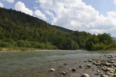 Río de la montaña del Cáucaso Fotos de archivo libres de regalías