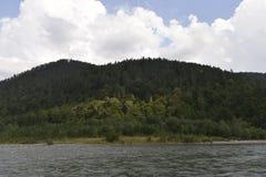 Río de la montaña del Cáucaso Fotografía de archivo