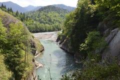 Río de la montaña del Cáucaso Imagenes de archivo
