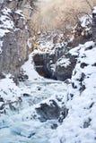 Río de la montaña del invierno Fotos de archivo