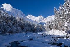 Río de la montaña del invierno Fotos de archivo libres de regalías