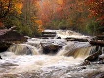 Río de la montaña del otoño Imagen de archivo
