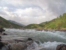 Río de la montaña del paisaje Fotografía de archivo