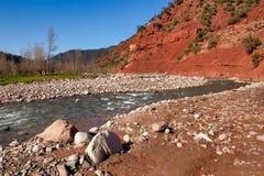 Río de la montaña del valle de Ourika Fotos de archivo libres de regalías
