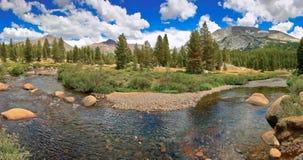 Río de la montaña en California Imágenes de archivo libres de regalías