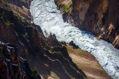 Río de la montaña Paisaje del río de la cascada de la montaña de Yellowstone, primer Imagen de archivo libre de regalías