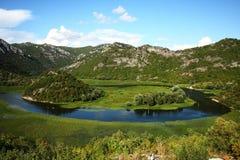 Río de la montaña y pequeño delta Imagenes de archivo