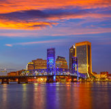 Río de la puesta del sol del horizonte de Jacksonville en la Florida Imagen de archivo