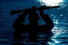 Río de la travesía en selva Imagen de archivo