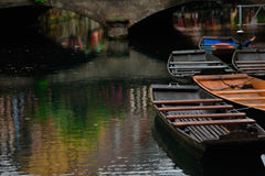Río de Lauch con los barcos en la ciudad de Colmar, Francia Fotos de archivo libres de regalías