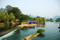 Río de Li de la vida de cada día en Guilin Yangshou China Imagen de archivo libre de regalías