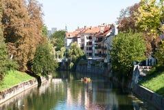 Río de Ljubljanica en Ljubljana. Fotografía de archivo