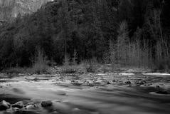 Río de Merced en Yosemite Imágenes de archivo libres de regalías