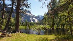 Río de Merced, valle de Yosemite, Califonia Imágenes de archivo libres de regalías