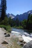 Río de Merced - Yosemite Foto de archivo libre de regalías