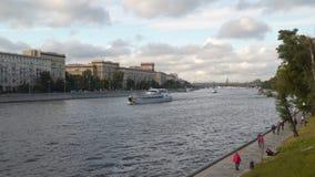 Río de Moscú del terraplén