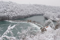 Río de Mreznica en invierno Fotografía de archivo