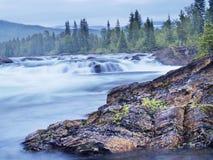 Río de Namsen de Namsskogan Imagenes de archivo