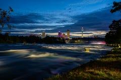 Río de Niagara en la noche Imágenes de archivo libres de regalías
