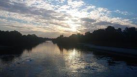 Río de Odra: Puesta del sol fotografía de archivo libre de regalías