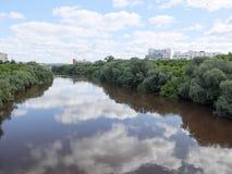 Río de OM en Omsk Fotos de archivo