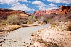Río de Paria y acantilados bermellones en Arizona fotos de archivo libres de regalías