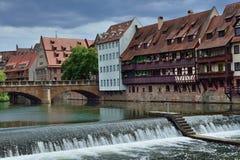 Río de Pegnitz en la ciudad vieja Nurnberg Imagen de archivo
