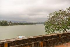 Río de Perfurme cerca de Celestial Lady en Hue Vietnam - Chua Thi Imagen de archivo libre de regalías