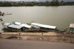 Río de Perfurme cerca de Celestial Lady en Hue Vietnam - Chua Thi Imágenes de archivo libres de regalías