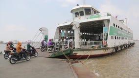Río de Saigon de la travesía almacen de video