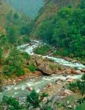 Río de serpenteo en montaña Imágenes de archivo libres de regalías